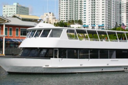 Get the perfect boat to enjoy Miami in style
