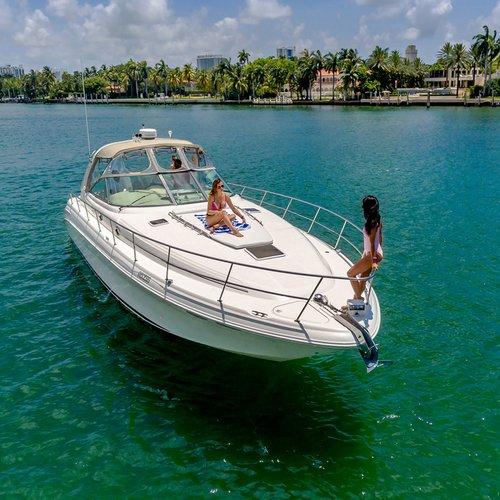 Custom's 40.0 feet in Miami