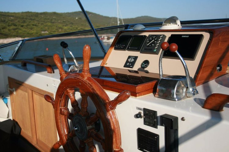 This 41.0' Custom Made cand take up to 8 passengers around Zadar region