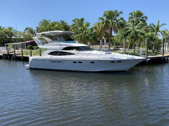YACHT 50' DYNACRAFT. RENT BY HOURS