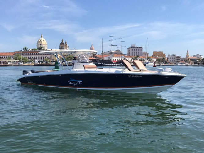 Rent luxury boat all day in Cartagena