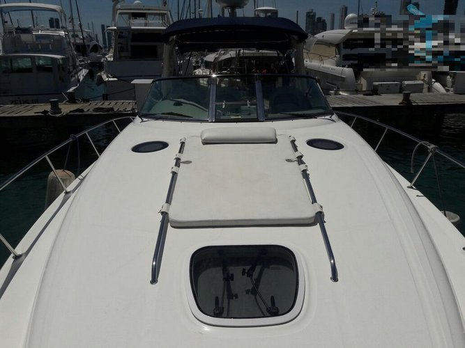 Hop aboard and have fun on the stylish Sea Ray 340 in Colombia