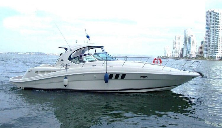 Charter this amazing motr boat in Cartagena