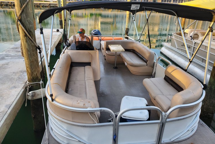 Pontoon boat for rent in Sunny Isles  Beach