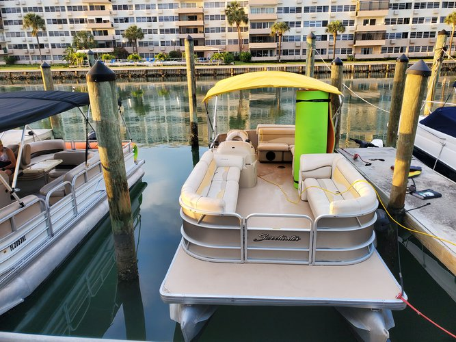 Up to 10 persons can enjoy a ride on this Pontoon boat