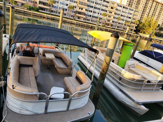 Discover Sunny Isles  Beach surroundings on this Suntraker Suntraker Marine boat