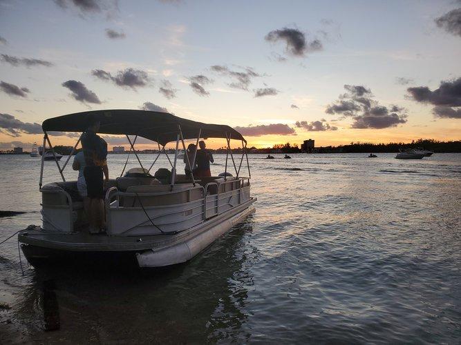 This 24.0' Suntraker Marine cand take up to 10 passengers around Sunny Isles  Beach