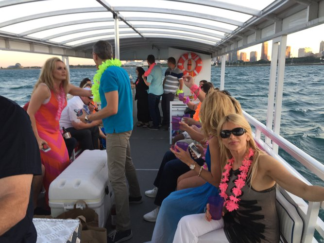 Boating is fun with a Pontoon in Chicago