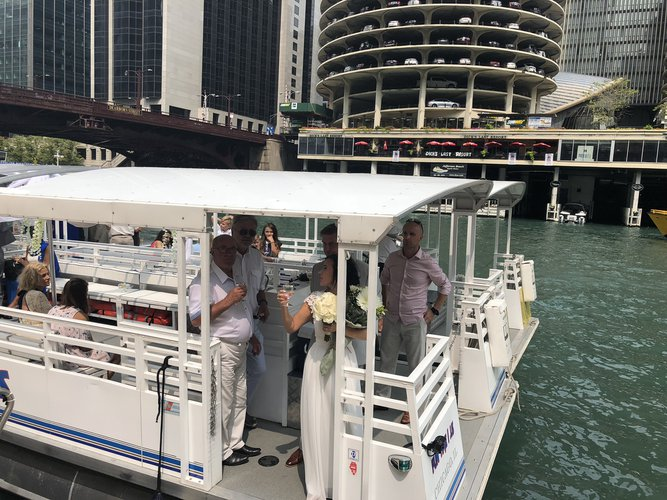 Pontoon boat for rent in Chicago