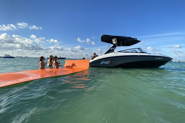 YAMAHA's 24.0 feet in Miami
