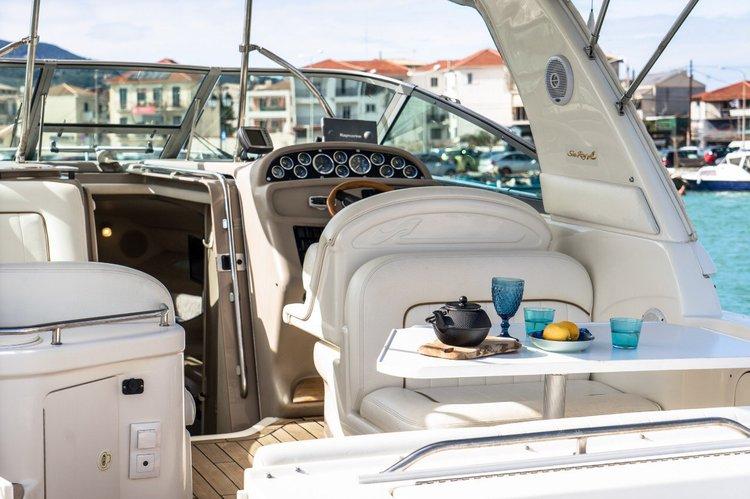 Cruiser boat rental in Lefkada, Greece