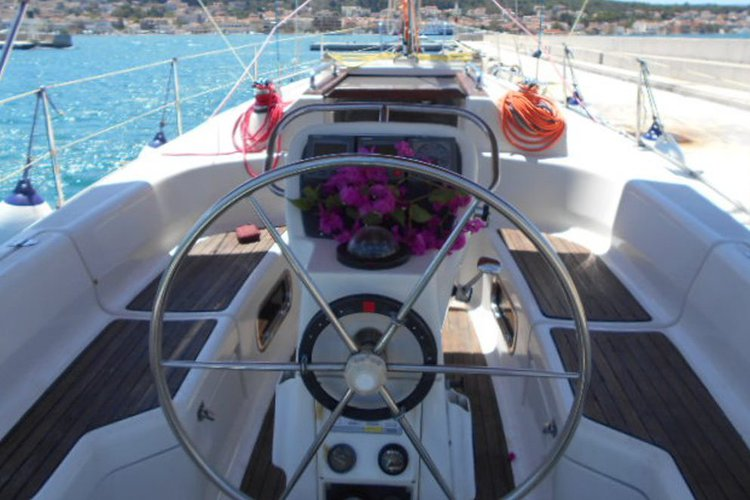 BAVARIA's 33.0 feet in Argostoli