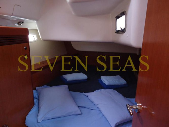 Discover Saronic Gulf surroundings on this Oceanis 43 Bénéteau boat