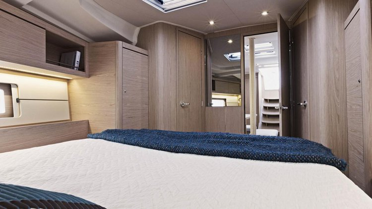 Discover Road Town surroundings on this 46 Sunsail boat