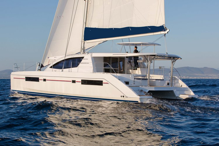 Discover Road Town surroundings on this 484 Custom boat