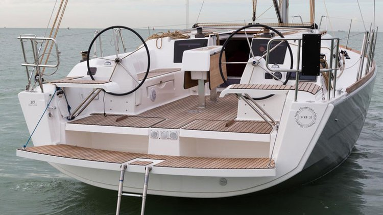 Up to 4 persons can enjoy a ride on this Dufour boat
