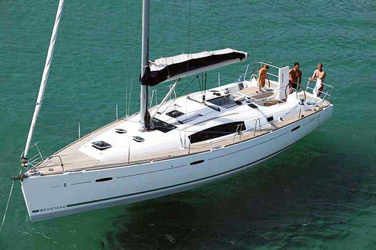 Monohull boat rental in Marina di Procida, Italy