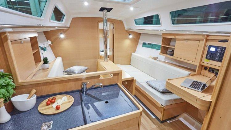 Monohull boat for rent in Sardinia