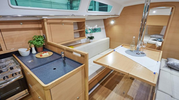 This 31.0' Sun Odyssey cand take up to 4 passengers around Sardinia