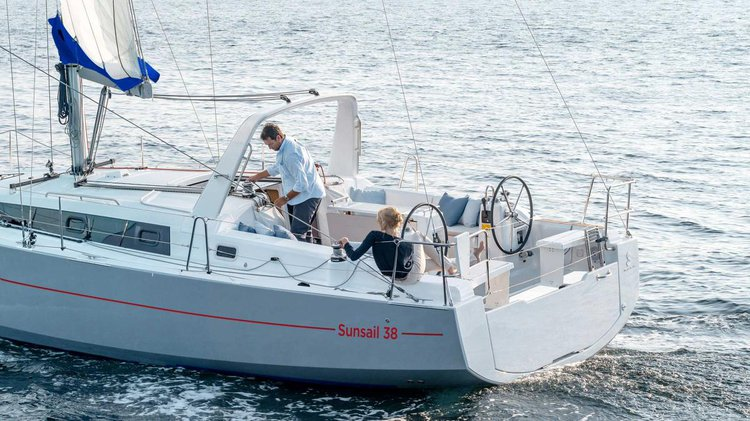 Boat rental in Marina,