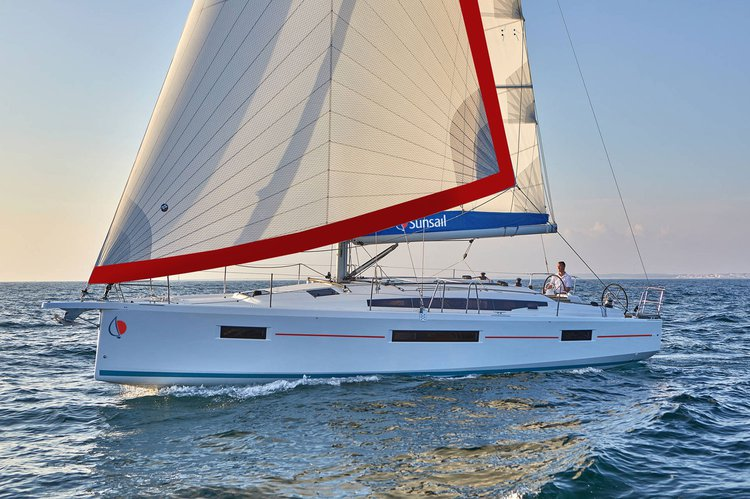 Discover Palma de Mallorca surroundings on this 41.0 Sunsail boat