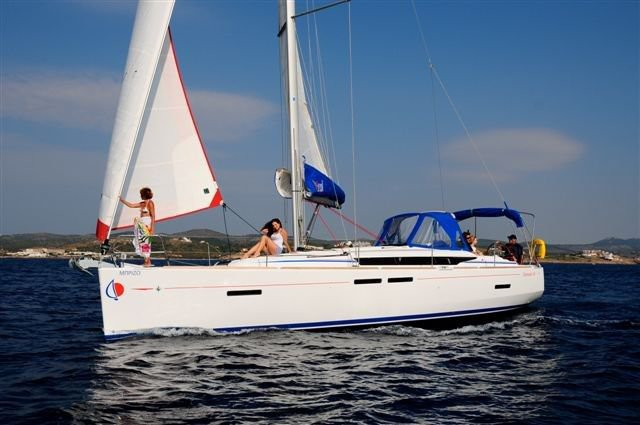 Discover Antigua, surroundings on this 41 Custom boat