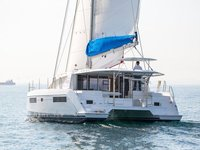 Cruise this gorgeous catamaran around Antigua !