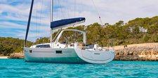 Explore the beauty in Belize aboard amazing Custom42.1