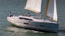 Have fun onboard this beautiful 37' monohull