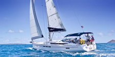 Hop aboard this amazing sailboat rental in St.Martin