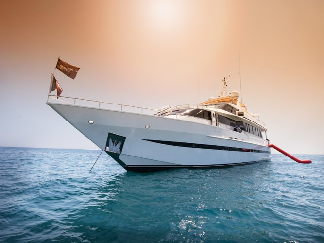 Cruise in style on this beautiful motor boat rental