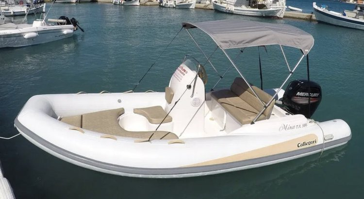 Boating is fun with a Inflatable outboard in Nydri - Lefkada