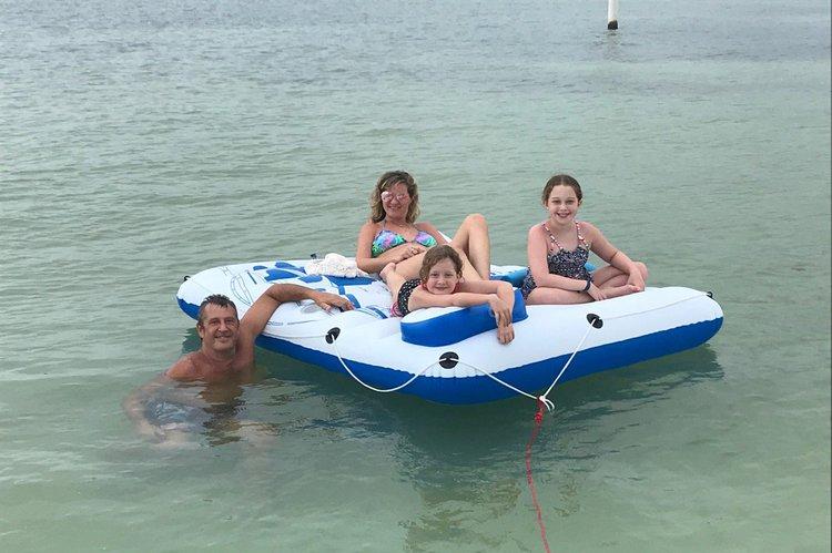 Express cruiser boat rental in Isla del mar, FL