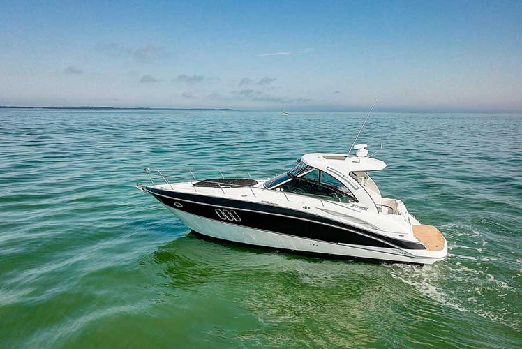 Boating is fun with a Cruiser in Tarpon Springs