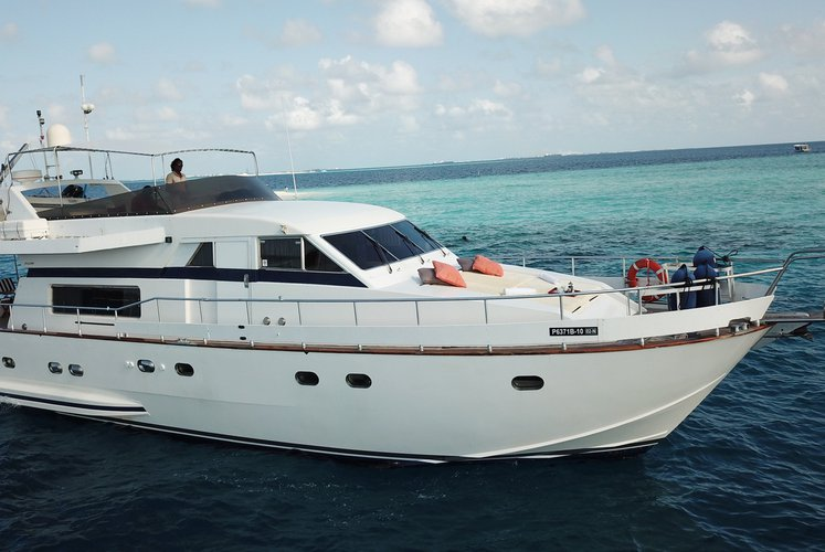 This 65.0' FALCON cand take up to 6 passengers around Male