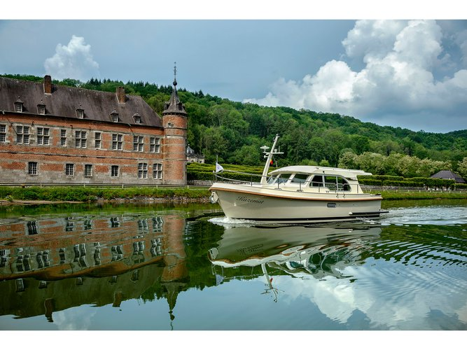 Experience Beernem, BE on board this amazing Linssen Linssen Grand Sturdy 30 Sedan