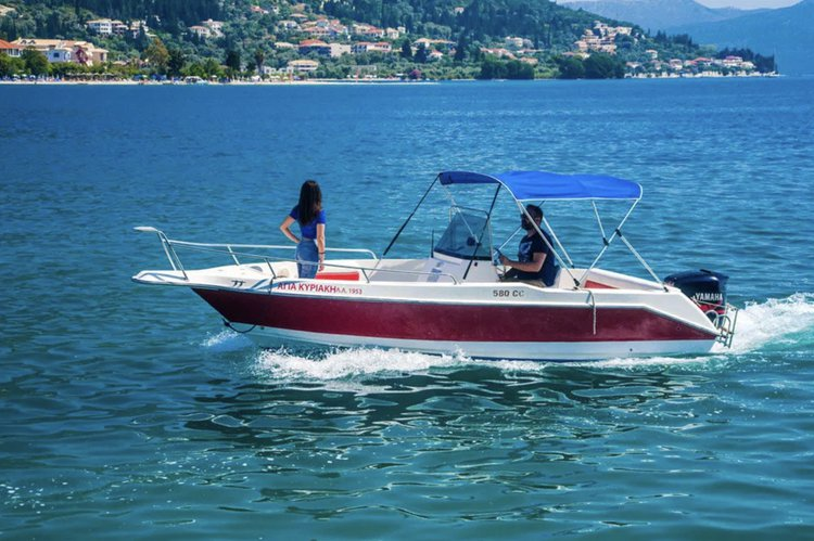 Boating is fun with a Classic in Nydri - Lefkada