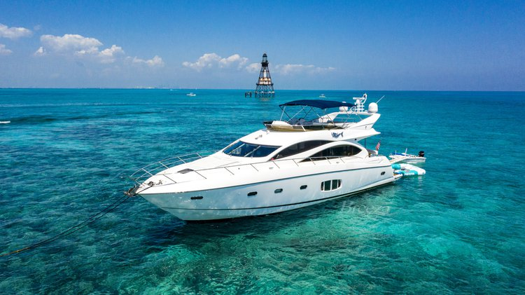 This 75.0' Sunseeker cand take up to 12 passengers around North Bay Village