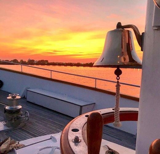 Motor yacht boat rental in Jersey City, NJ