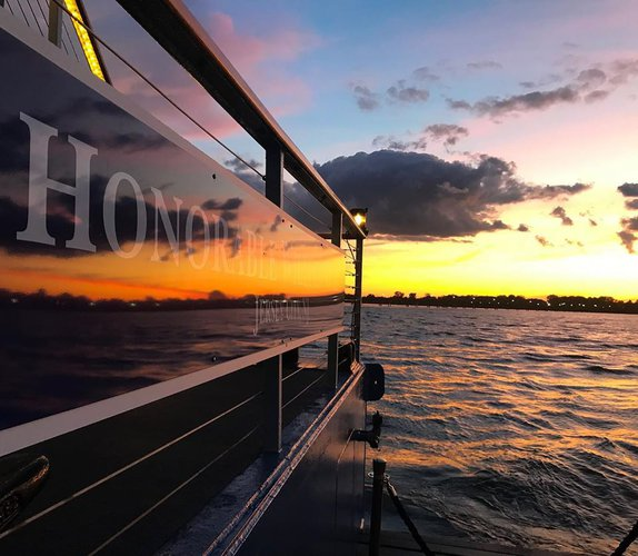 Discover Jersey City surroundings on this Custom ustom boat