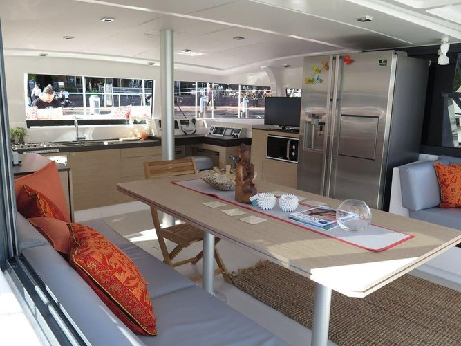 This 43.0' Bali cand take up to 12 passengers around Nouvelle Calédonie