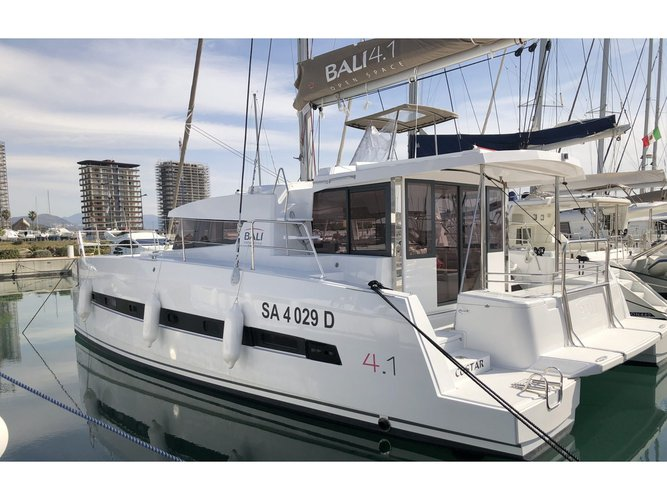 Charter this amazing sailboat in Salerno