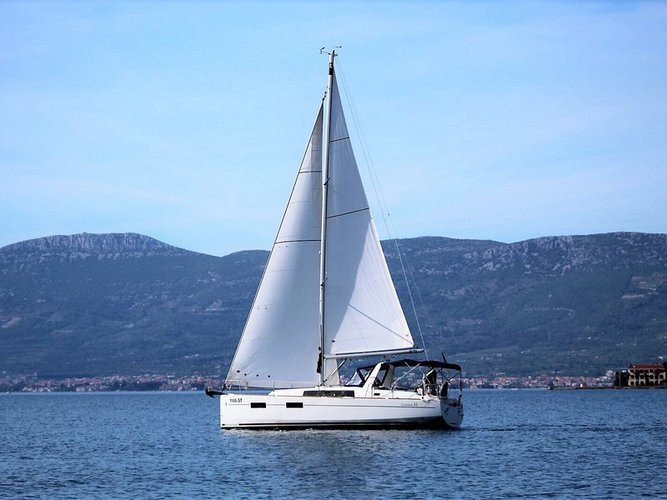 Climb aboard this Beneteau Beneteau Oceanis 35 for an unforgettable experience