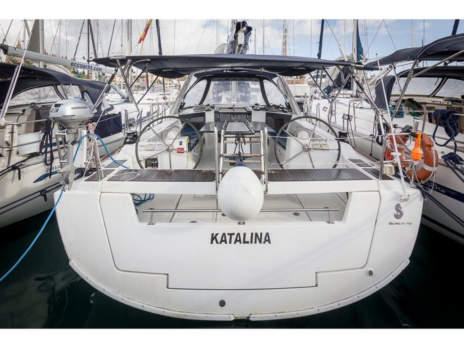 Get on the water and enjoy Las Galletas in style on our Beneteau Oceanis 41