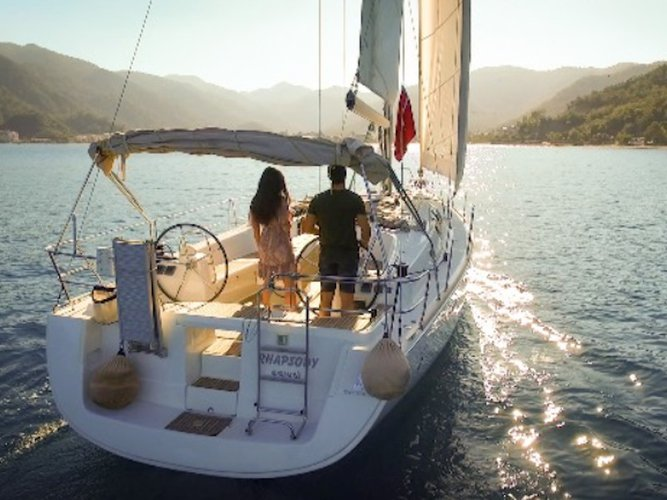 Unique experience on this beautiful Beneteau Oceanis 43
