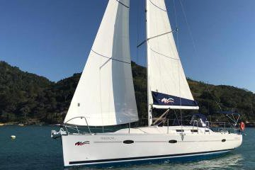 Sail the beautiful Brazilian Waters aboard this well equipped Yacht!