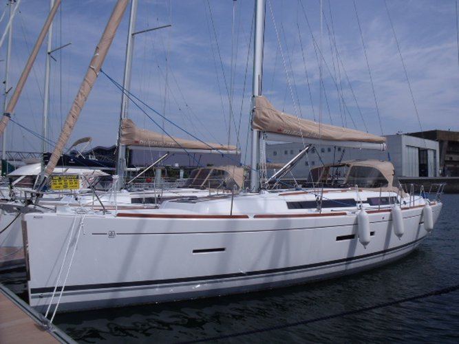 Beautiful Dufour Yachts Dufour 405 Grand Large ideal for sailing and fun in the sun!