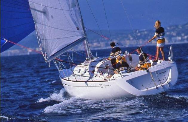Monohull boat rental in La Rochelle, France