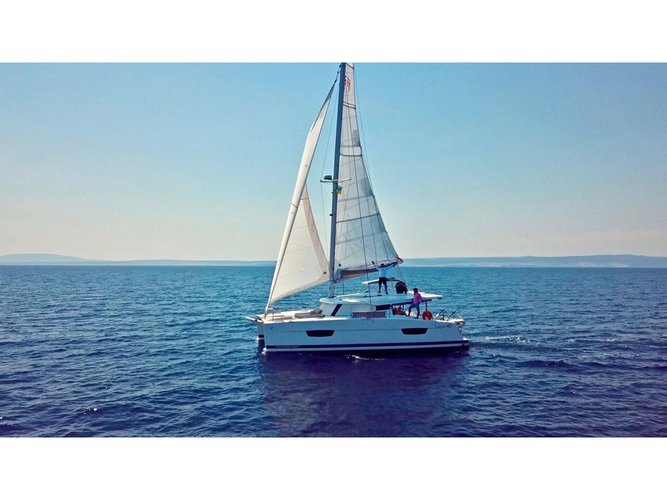 Beautiful Fountaine Pajot Lucia 40 ideal for sailing and fun in the sun!