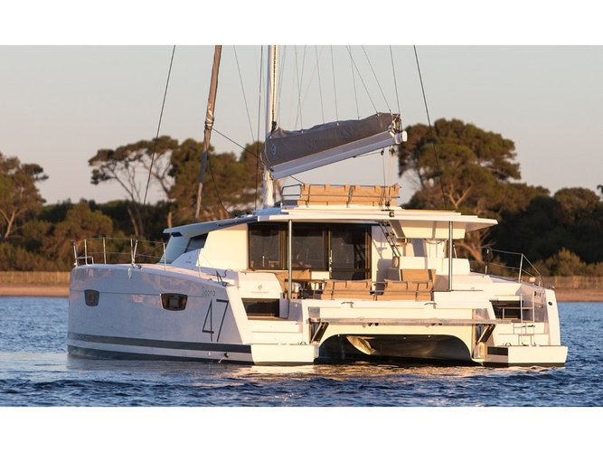 All you need to do is relax and have fun aboard the Fountaine Pajot Saona 47